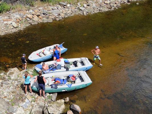 sehr beliebt sind sie Schlauchbootfahren auf der Moldau