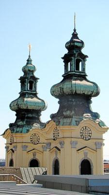 den Türmen der Ursulinenkirche ganz nah