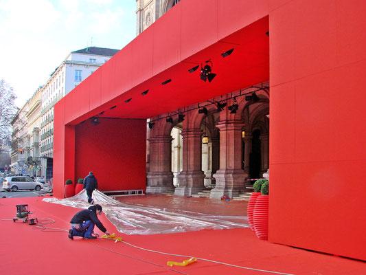 ein Hauch von Hollywood bringt der Red-Carpet Empfang mit Überdachung vor dem Eingang