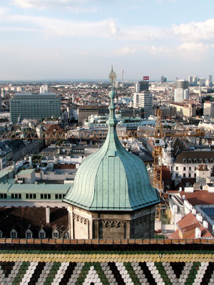 der Nordturm mit der Turmhaube, unter der die Pummerin untergebracht ist