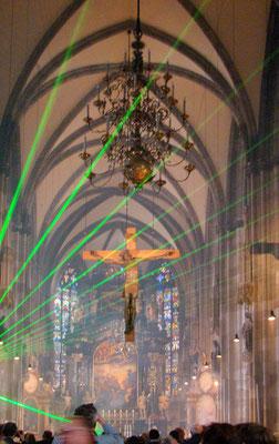 """Lasershow während einer """"Langen Nacht der Kirchen"""""""