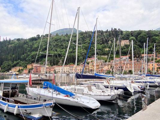 im Hafen von Maderno
