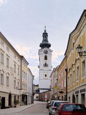 150 m lange Böhmergasse, angelegt im 13. Jhd. mit der Stadtpfarrkirche