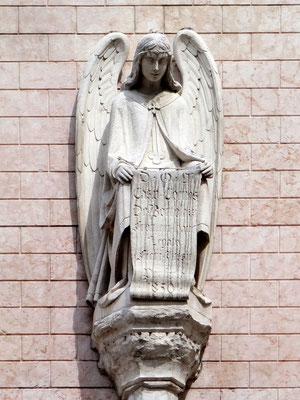 Engel an der Kirche San Pietro