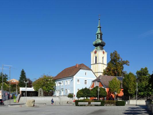 Pfarrkirche St. Michael und das 44er Haus