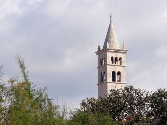 Glockenturm der Heiligen Antonius Kirche