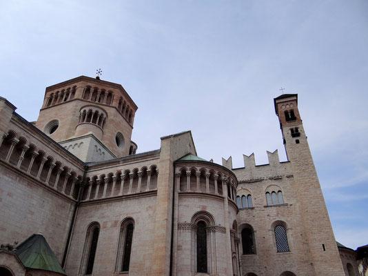 Apsis des Doms und rechts Castelletto