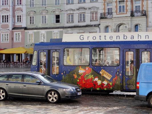 eine der Straßenbahnen - in Anlehnung an die Grottenbahn am Pöstlingberg