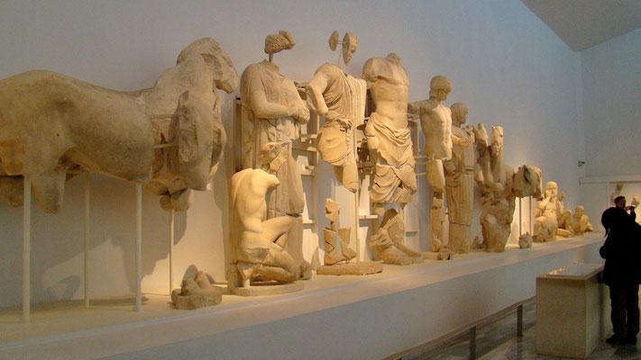 Ostgiebel des Zeus-Tempels - Vorbereitung zum Wagenrennen zw. Pelops und oinomaos