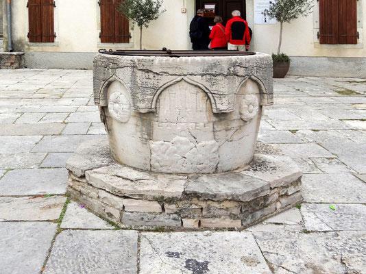 Brunnen mit dem Stadtwappen