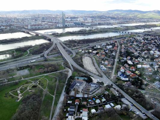 die Brigettenauer-Brücke und Entlastungsgerinne