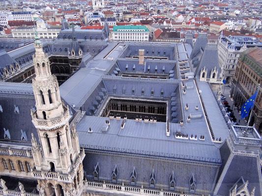 die Dächer des Rathauses