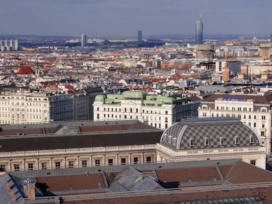 das Dach der Universität Wien und die Botschaft des Sultanats Oman