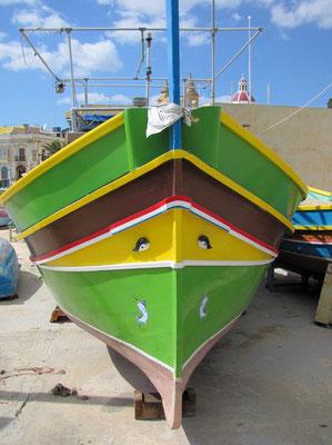 am Bug der Luzzu-Fischerboote wacht das unheilabwehrende Auge des Osiris