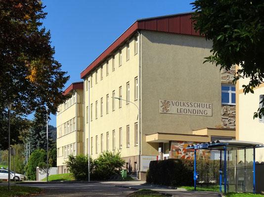 die Volksschule, in die ich gegangen bin - so schön sahen die Schulgebäude damals aber nicht aus