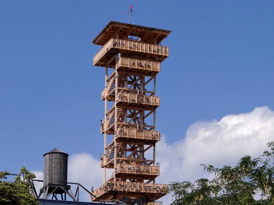 der Oberösterreich-Turm und der Wasserturm