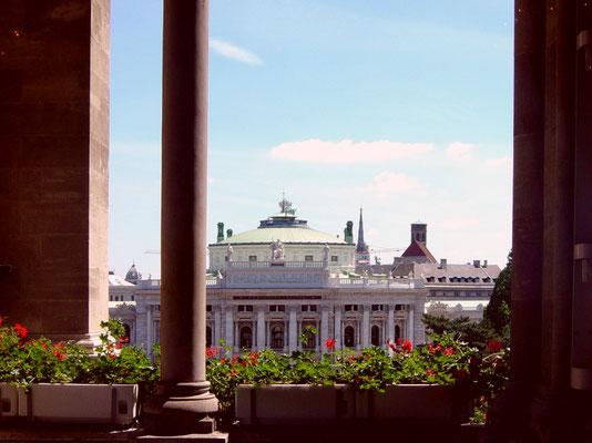 Blick vom Rathaus zum Burgtheater