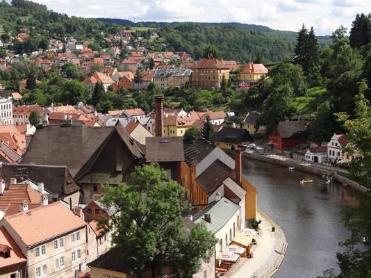 die Moldau schlängelt sich durch die Stadt