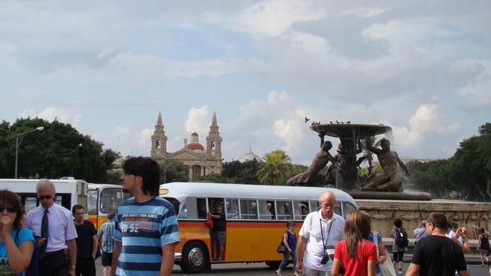 alle Buslinien beginnen in Valettas Ortsteil Floriana am Tritonenbrunnen