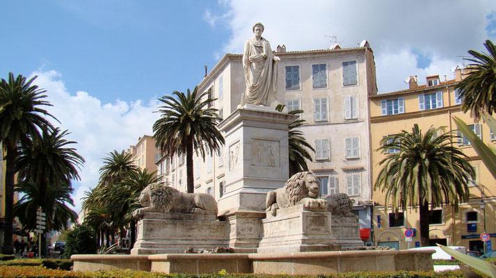 der Lowenbrunnen mit der Statue Napoleons
