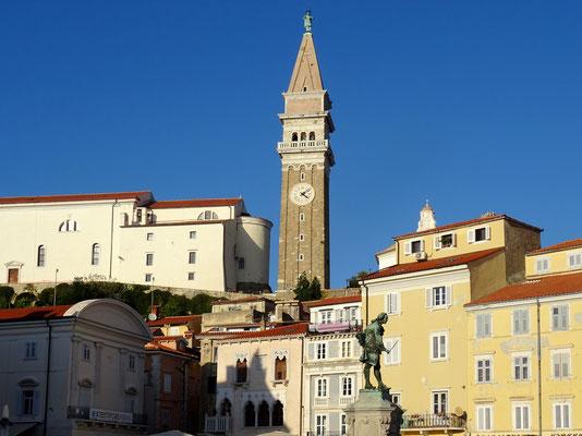 St. Georg-Kirche - den Turm schmückt eine schwerttragende Statue des Stadtpatrons St. Georg
