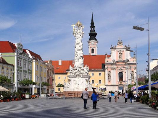der Hauptplatz mit Dreifaltigkeitssäule und Jesuitenkirche