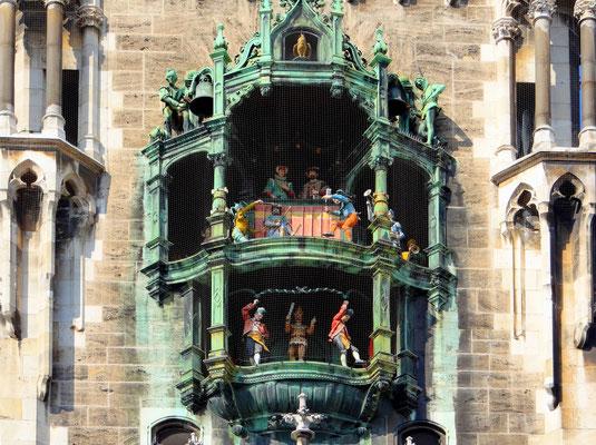 obere Darstellung ein Ritterturnier - untere Darstellung Schäfflertänzer