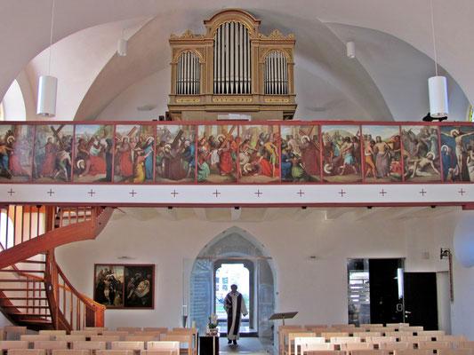 Orgel und Kreuzwegbilder der Pfarrkirche