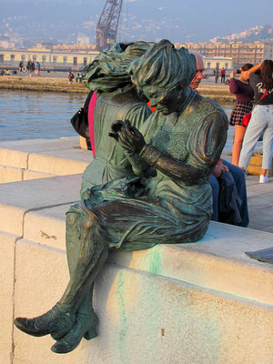 Bronzestatuen am Hafen