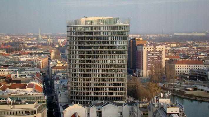 Blick zum Uniqua-Tower