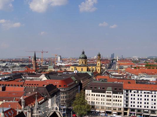 die Theatinerkirche St. Kajetan von der Aussichtsplattform des Rathauses aus gesehen