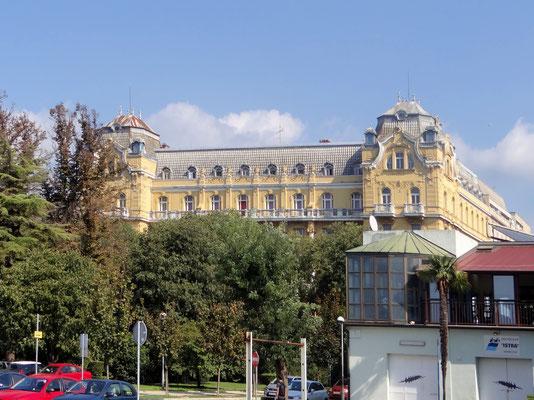 das Hotel Riviera - neobarockes Gebäude aus dem 19. Jh. im historischen Zentrum