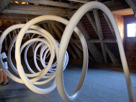 Eisschlangen auf dem Dachboden der Ursulinenkirche