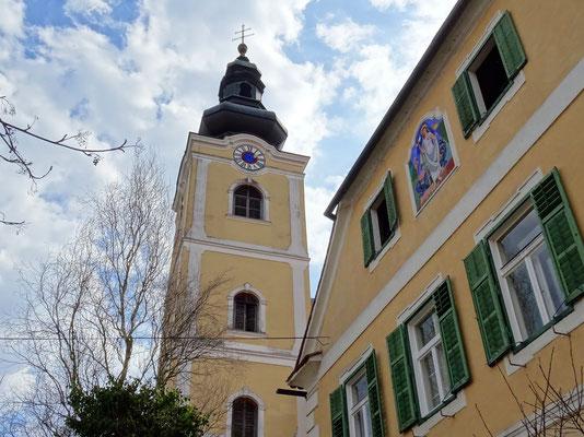 die Pfarrkirche ist der Hl. Margaretha von Antiochien geweiht und wahrscheinlich schon 1130 von Walther von der Traisen errichtet. Erstmals urkundlich erwähnt wurde die Kirche 1170 als Mutterpfarre von Ebersdorf und Limbach.