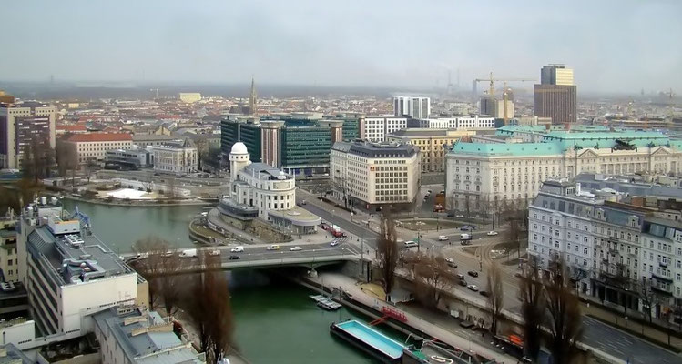 """Blick vom Restaurant """"Le Loft"""" auf die Wiener Urania"""
