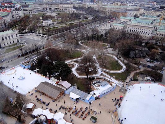 Blick auf den Traumpfad durch den Rathauspark