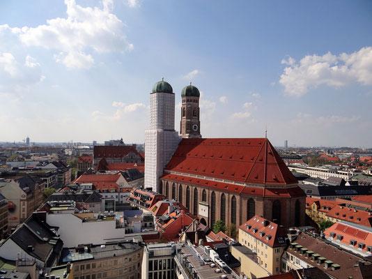 die Frauenkirche von der Aussichtsplattform auf dem Rathaus aus gesehen