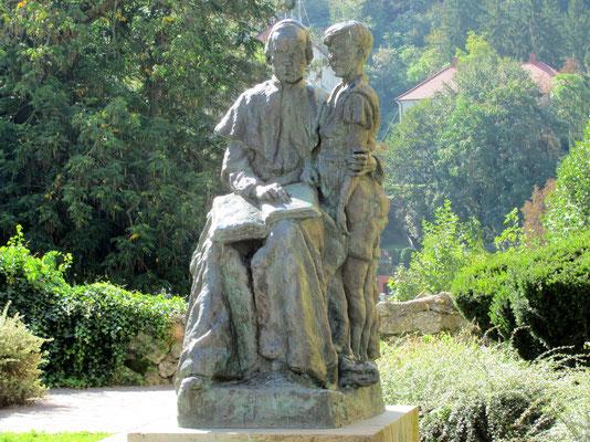 Priester mit Kind