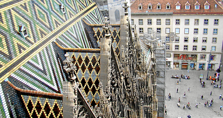 Blick vom Nordturm hinunter zum Stephansplatz