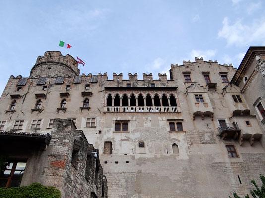Schlossansicht mit venezianischer Loggia