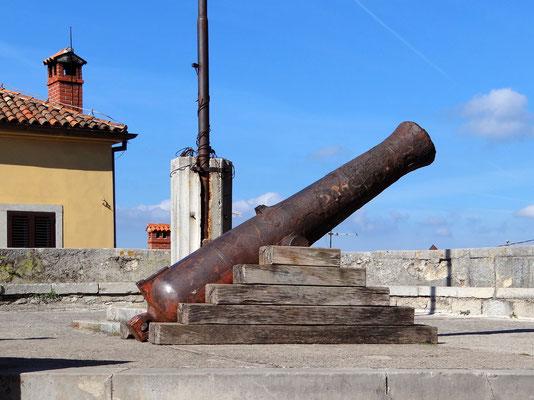 die Kanone aus der Zeit der österr. Herrschaft auf der Bastion Torjon