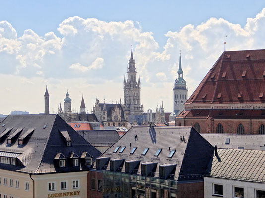 """das Rathaus und der """"Alte Peter"""""""