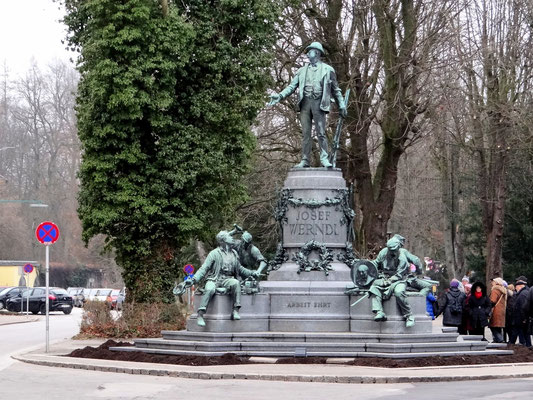 Denkmal des Waffenfabrikanten Josef Werndl auf der Promenade