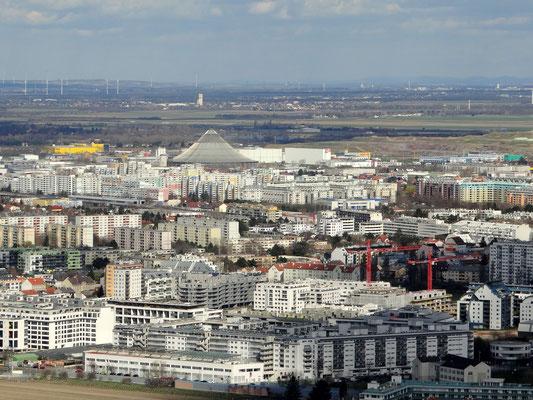 im Hintergrund das Rinterzelt, Abfallbehandlungsanlage der Stadt Wien am Rautenweg