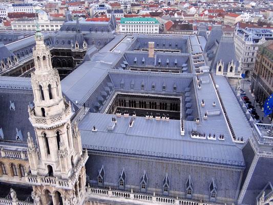 über den Dächern des Rathauses