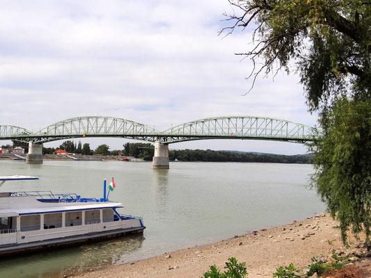 die Maria Valeria-Brücke verbindet Ungarn mit Sturovo in der Slowakei