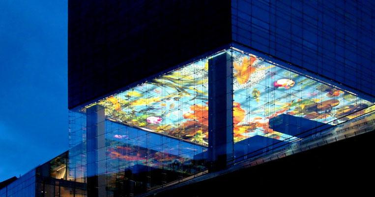 die bunte Zwischendecke im Nouvel-Tower