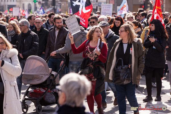 """14h53 """"Mafia En Dictarure Euro Française (MEDEF)"""" Manifestation intersyndicale de la Fonction publique/cheminots/retraités/étudiants, place Gambetta, Bordeaux. 22/03/2018"""