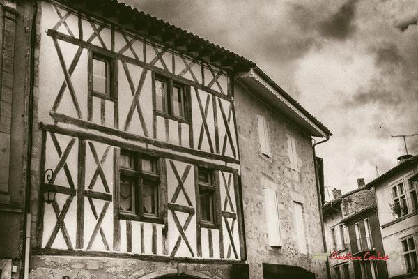 Maison à colombages, rue Carnot. Cité médiévale de Saint-Macaire. 28/09/2019. Photographie © Christian Coulais