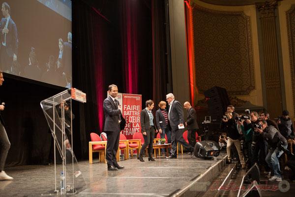 4 Arrivée de Benoît Hamon et des intervenants au Théâtre Fémina, Bordeaux. #benoithamon2017